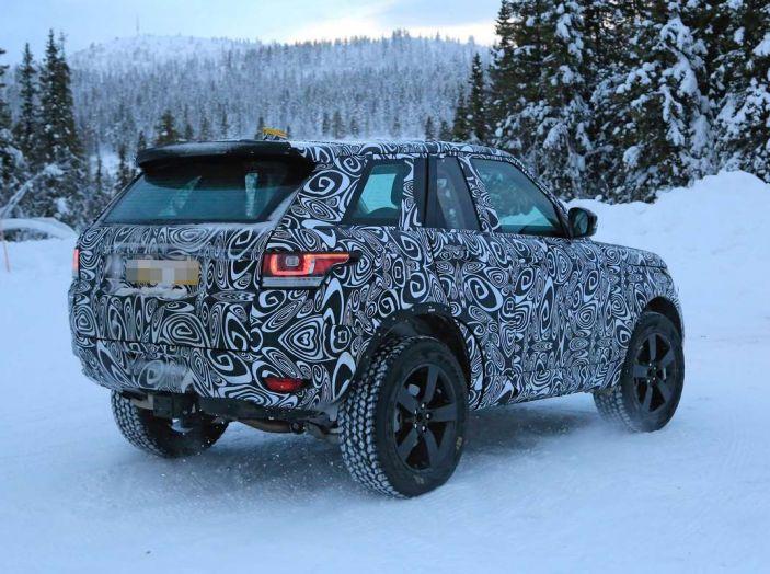 Nuova Land Rover Defender 2018, prime immagini dei test dinamici - Foto 6 di 9