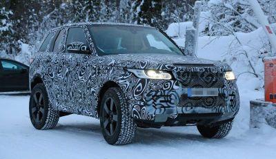 Nuova Land Rover Defender 2018, prime immagini dei test dinamici
