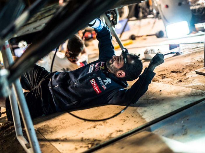 Dakar 2018 – Cyril Despres torna in gara dopo l'incidente con la sua Peugeot 3008DKR Maxi! - Foto 1 di 4