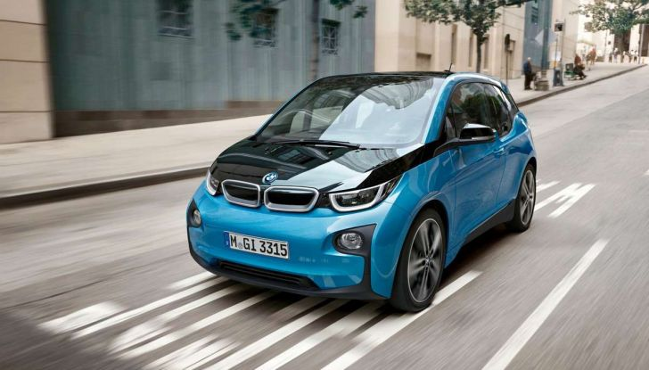 Di Maio: niente ecotassa sul Diesel ma incentivi su elettriche, ibride e metano - Foto 8 di 13