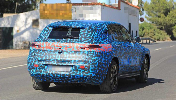 Mercedes EQ C, il nuovo SUV elettrico debutta su strada - Foto 2 di 18