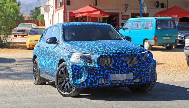Mercedes EQ C, il nuovo SUV elettrico debutta su strada - Foto 16 di 18