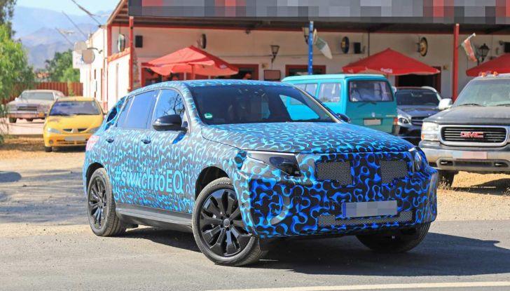 Mercedes EQ C, il nuovo SUV elettrico debutta su strada - Foto 17 di 18