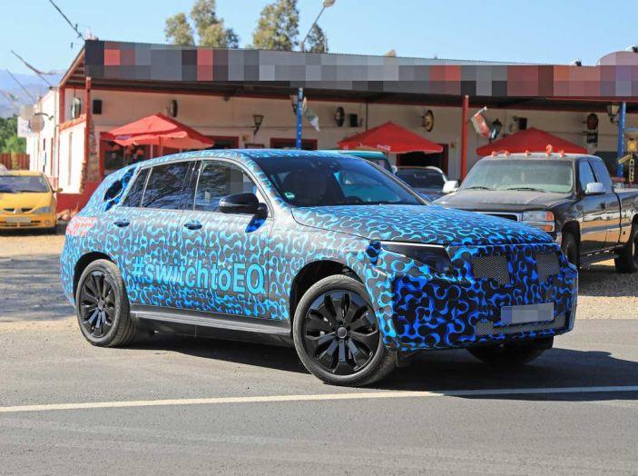 Mercedes EQ C, il nuovo SUV elettrico debutta su strada - Foto 1 di 18