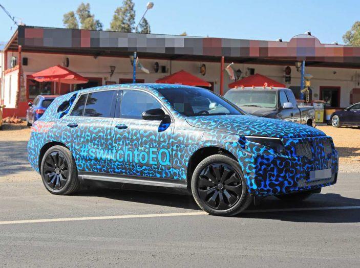 Mercedes EQ C, il nuovo SUV elettrico debutta su strada - Foto 5 di 18
