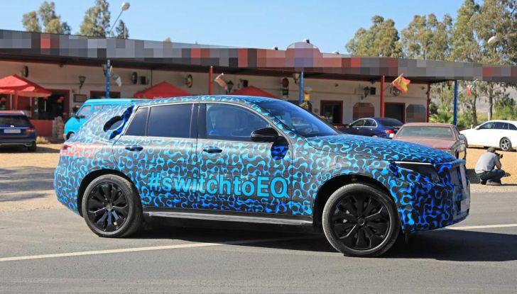 Mercedes EQ C, il nuovo SUV elettrico debutta su strada - Foto 13 di 18