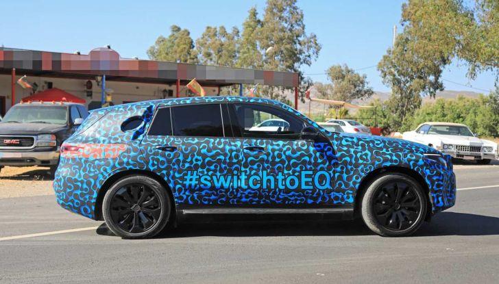 Mercedes EQ C, il nuovo SUV elettrico debutta su strada - Foto 9 di 18