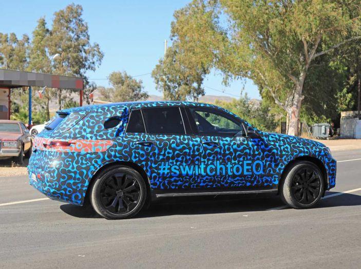 Mercedes EQ C, il nuovo SUV elettrico debutta su strada - Foto 11 di 18