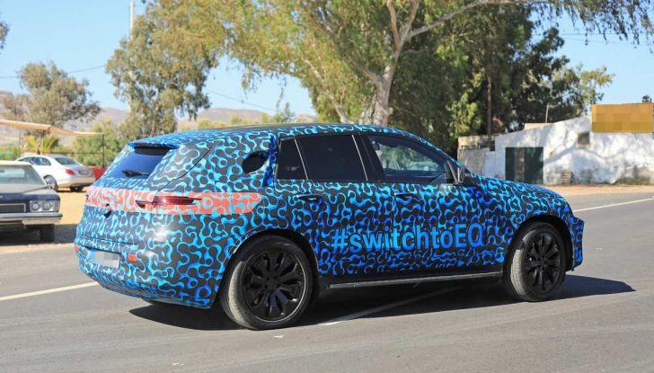 Mercedes EQ C, il nuovo SUV elettrico debutta su strada - Foto 3 di 18