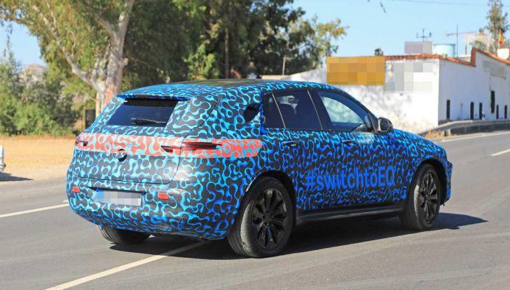 Mercedes EQ C, il nuovo SUV elettrico debutta su strada - Foto 18 di 18