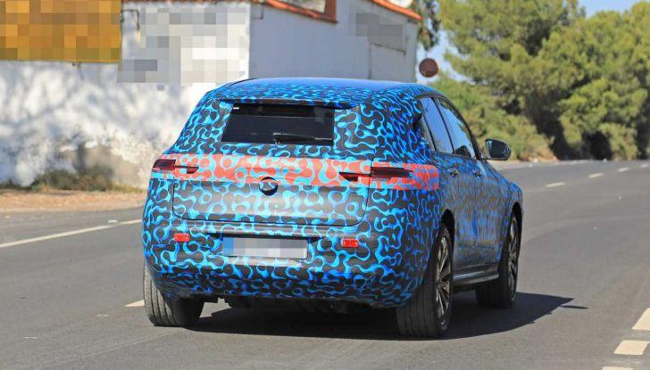 Mercedes EQ C, il nuovo SUV elettrico debutta su strada - Foto 4 di 18