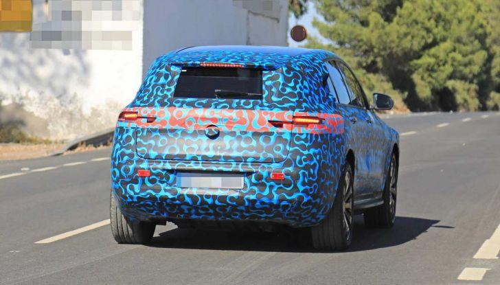 Mercedes EQ C, il nuovo SUV elettrico debutta su strada - Foto 7 di 18