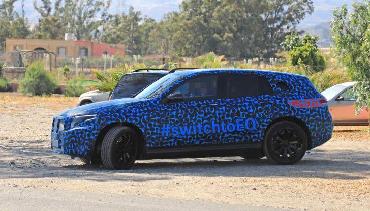Mercedes EQ C, il nuovo SUV elettrico debutta su strada - Foto 8 di 18