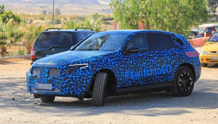 Mercedes EQ C, il nuovo SUV elettrico debutta su strada - Foto 10 di 18