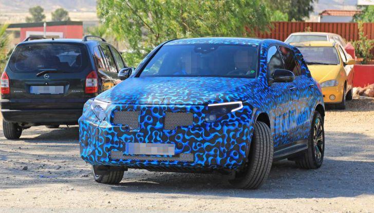 Mercedes EQ C, il nuovo SUV elettrico debutta su strada - Foto 12 di 18