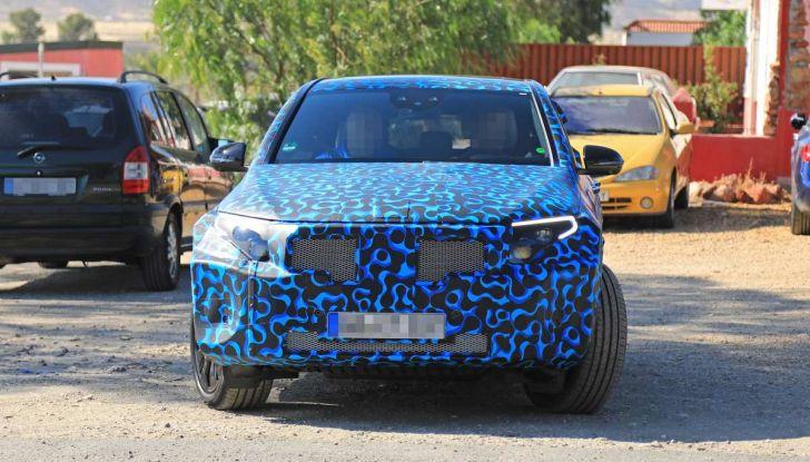 Mercedes EQ C, il nuovo SUV elettrico debutta su strada - Foto 14 di 18