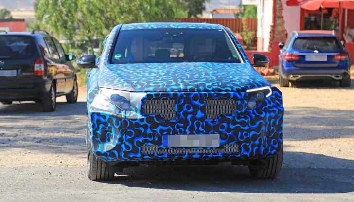 Mercedes EQ C, il nuovo SUV elettrico debutta su strada - Foto 15 di 18