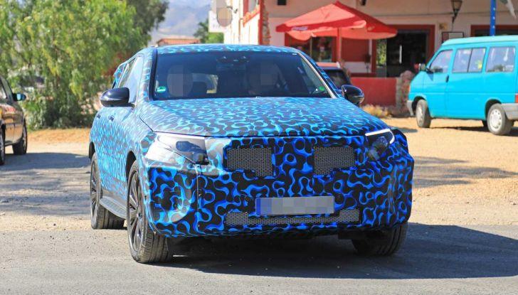 Mercedes EQ C, il nuovo SUV elettrico debutta su strada - Foto 6 di 18