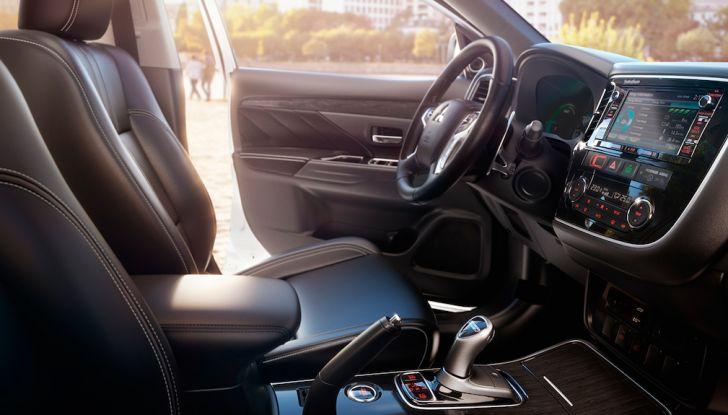 SUV, Mitsubishi Outlander PHEV festeggia 100.000 clienti in Europa - Foto 5 di 8