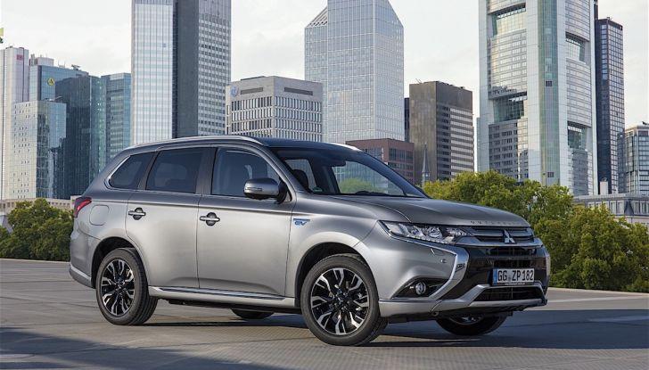 SUV, Mitsubishi Outlander PHEV festeggia 100.000 clienti in Europa - Foto 2 di 8