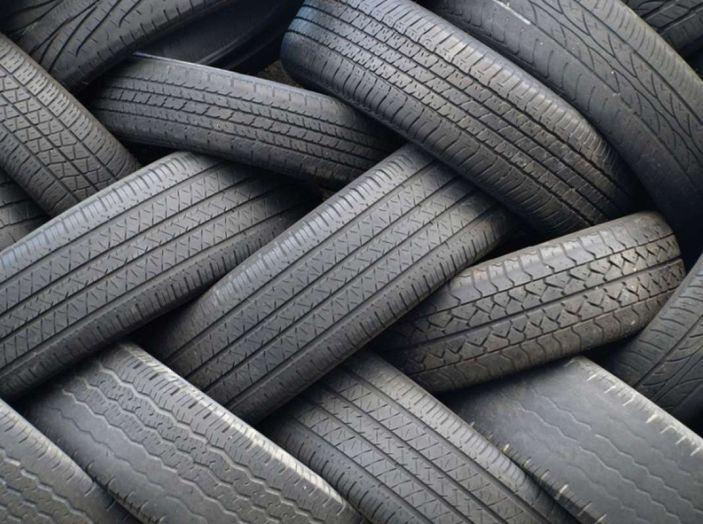 Check-Up estivo degli pneumatici: controlli, precauzioni e consigli con Michelin - Foto 7 di 16