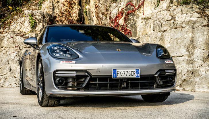 Prova su strada Porsche Panamera 4 E-Hybrid: spettacolo d'elite con la seconda serie - Foto 2 di 34