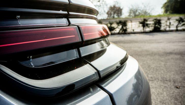 Prova su strada Porsche Panamera 4 E-Hybrid: spettacolo d'elite con la seconda serie - Foto 10 di 34