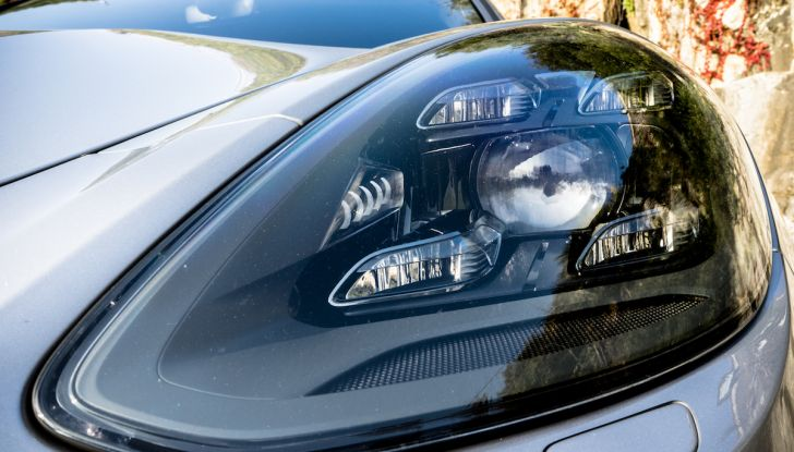 Prova su strada Porsche Panamera 4 E-Hybrid: spettacolo d'elite con la seconda serie - Foto 11 di 34