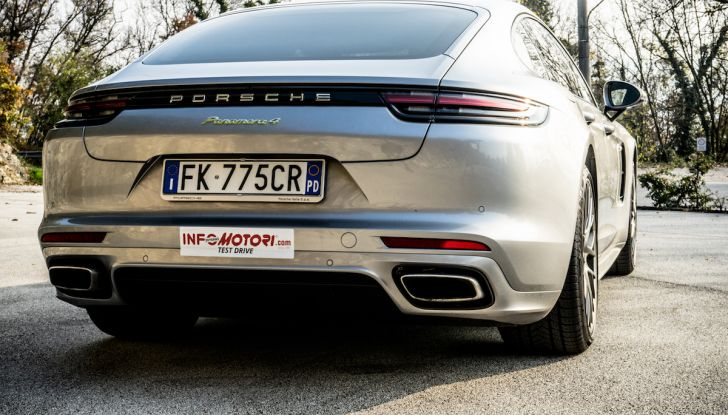 Prova su strada Porsche Panamera 4 E-Hybrid: spettacolo d'elite con la seconda serie - Foto 13 di 34
