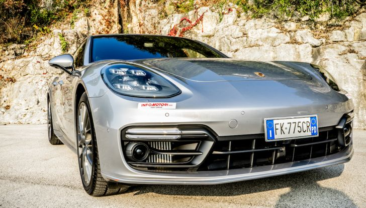 Prova su strada Porsche Panamera 4 E-Hybrid: spettacolo d'elite con la seconda serie - Foto 16 di 34
