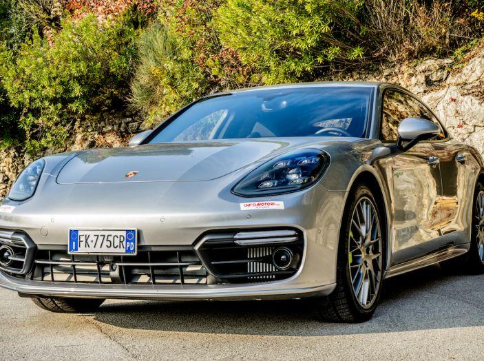 Prova su strada Porsche Panamera 4 E-Hybrid: spettacolo d'elite con la seconda serie - Foto 18 di 34