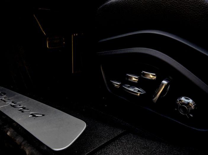 Prova su strada Porsche Panamera 4 E-Hybrid: spettacolo d'elite con la seconda serie - Foto 20 di 34