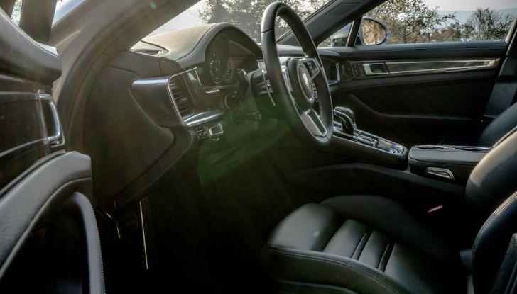 Prova su strada Porsche Panamera 4 E-Hybrid: spettacolo d'elite con la seconda serie - Foto 21 di 34