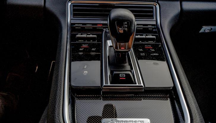 Prova su strada Porsche Panamera 4 E-Hybrid: spettacolo d'elite con la seconda serie - Foto 22 di 34