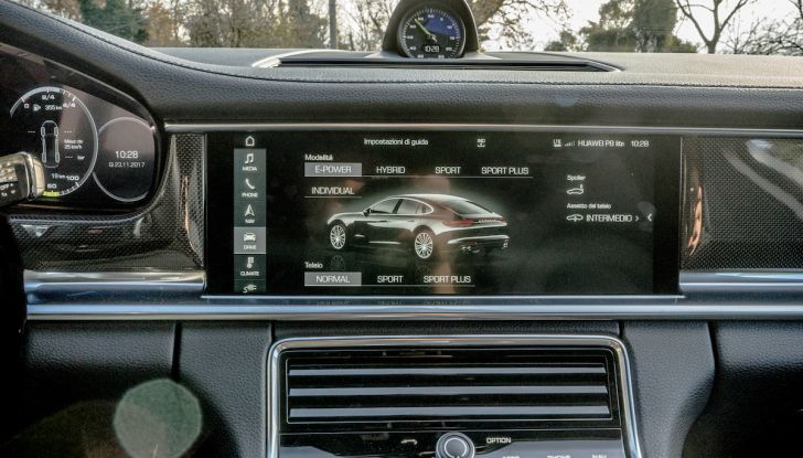 Prova su strada Porsche Panamera 4 E-Hybrid: spettacolo d'elite con la seconda serie - Foto 24 di 34