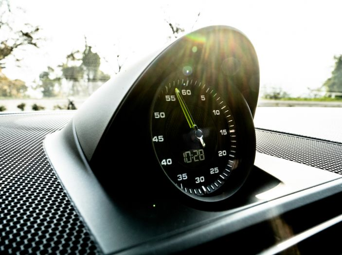 Prova su strada Porsche Panamera 4 E-Hybrid: spettacolo d'elite con la seconda serie - Foto 25 di 34
