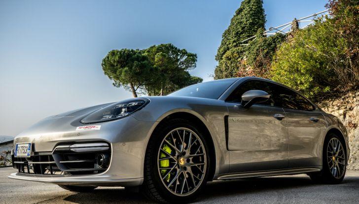 Prova su strada Porsche Panamera 4 E-Hybrid: spettacolo d'elite con la seconda serie - Foto 3 di 34