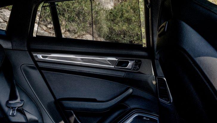 Prova su strada Porsche Panamera 4 E-Hybrid: spettacolo d'elite con la seconda serie - Foto 32 di 34