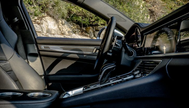Prova su strada Porsche Panamera 4 E-Hybrid: spettacolo d'elite con la seconda serie - Foto 33 di 34