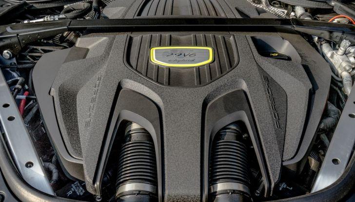 Prova su strada Porsche Panamera 4 E-Hybrid: spettacolo d'elite con la seconda serie - Foto 34 di 34