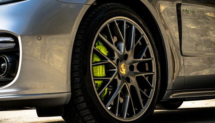 Prova su strada Porsche Panamera 4 E-Hybrid: spettacolo d'elite con la seconda serie - Foto 4 di 34