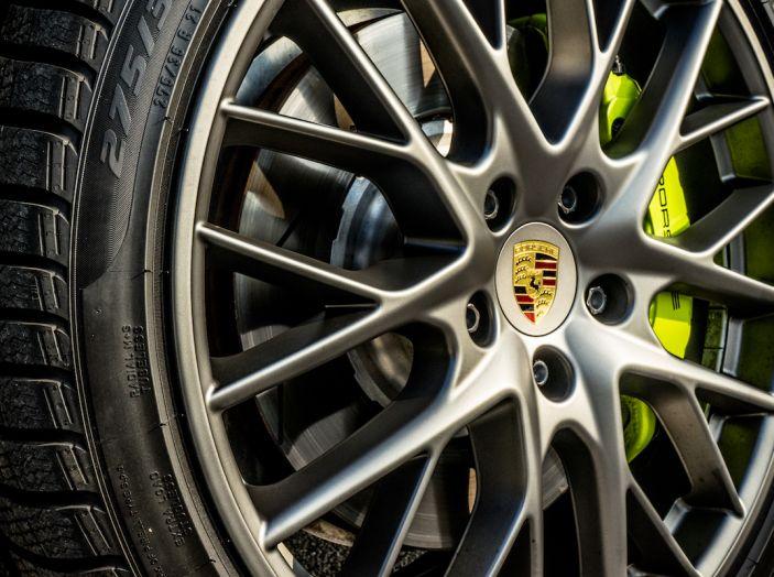 Prova su strada Porsche Panamera 4 E-Hybrid: spettacolo d'elite con la seconda serie - Foto 5 di 34