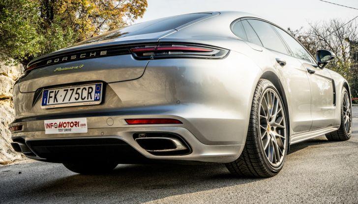 Prova su strada Porsche Panamera 4 E-Hybrid: spettacolo d'elite con la seconda serie - Foto 9 di 34