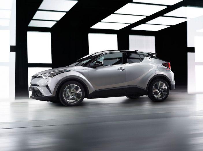 Promozioni SUV Toyota: fino a 7.000€ di sconto su C-HR e RAV4 Hybrid - Foto 4 di 8