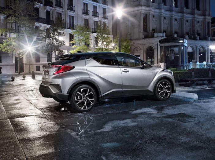 Promozioni SUV Toyota: fino a 7.000€ di sconto su C-HR e RAV4 Hybrid - Foto 3 di 8