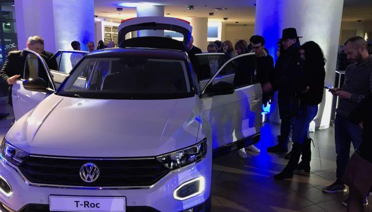 Volkswagen T-Roc 2018 presentato nelle concessionarie - Foto 9 di 15
