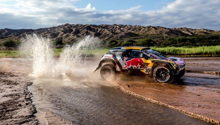 Dakar 2018 – A due giorni dall'arrivo, le Peugeot gestiscono la gara - Foto 2 di 2
