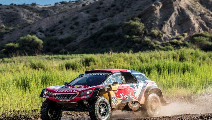 Dakar 2018 – A due giorni dall'arrivo, le Peugeot gestiscono la gara - Foto 1 di 2