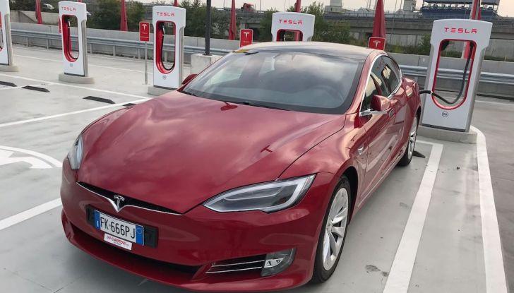 Tesla Model S MY 2019: l'autonomia sale fino a 610 km - Foto 1 di 15