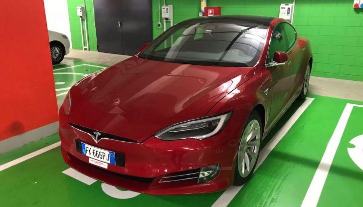 Tesla Model S MY 2019: l'autonomia sale fino a 610 km - Foto 11 di 15